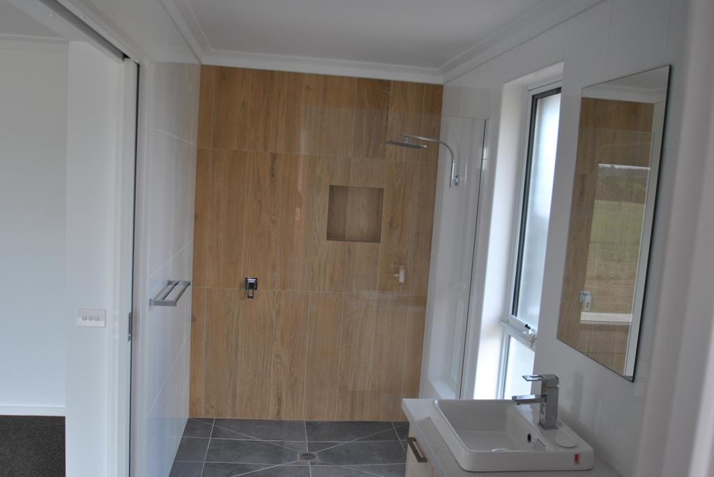 Nich-shower